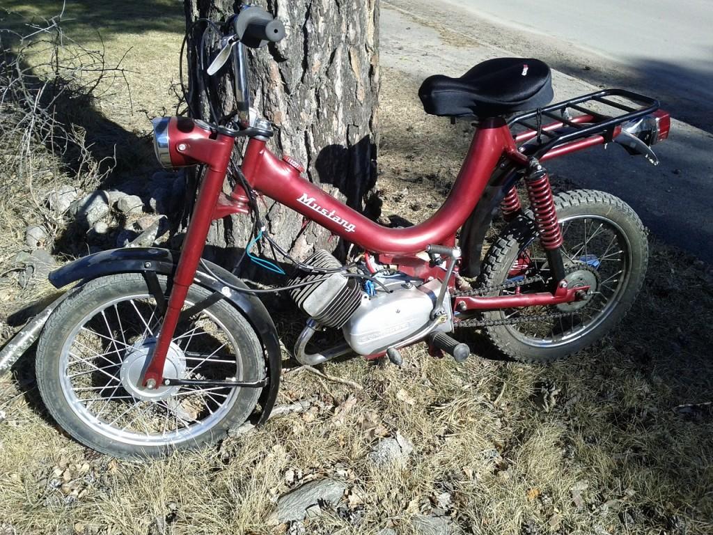 Mustang Mamba moped